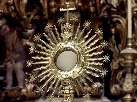 Jak wygląda adoracja najświętszego sakramentu?